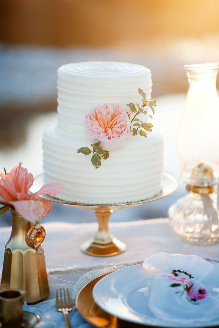 30 wow wedding cakes for 2015 weddingsonline. Black Bedroom Furniture Sets. Home Design Ideas
