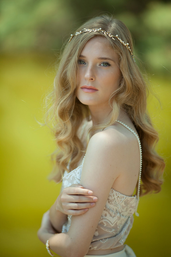 bride-with-gold-grecian-vine