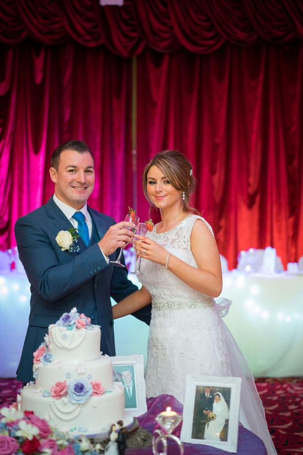 brideg-house-wedding-cutting-cake