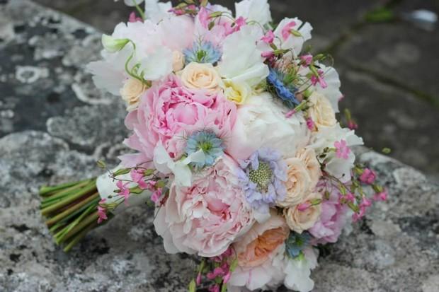 colouful_spring_Wedding_bouquet_frogprinceweddingdays