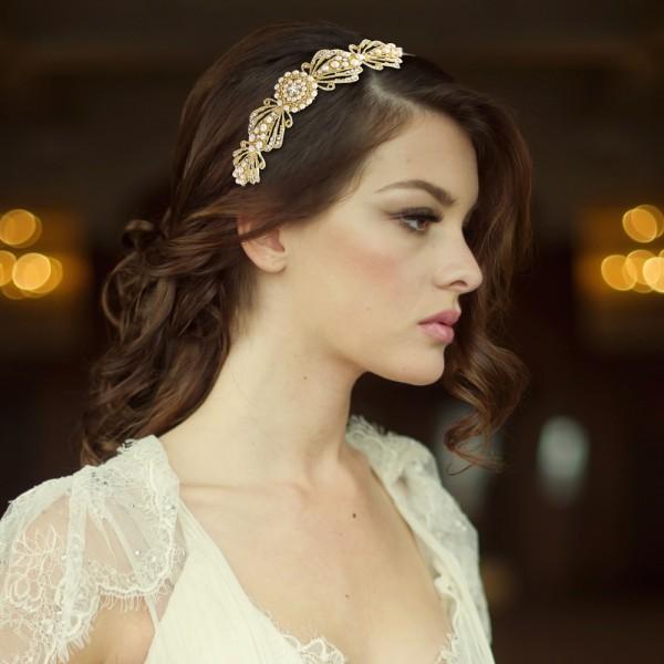 gatsby-inspired-chic-gold-pearl-headband
