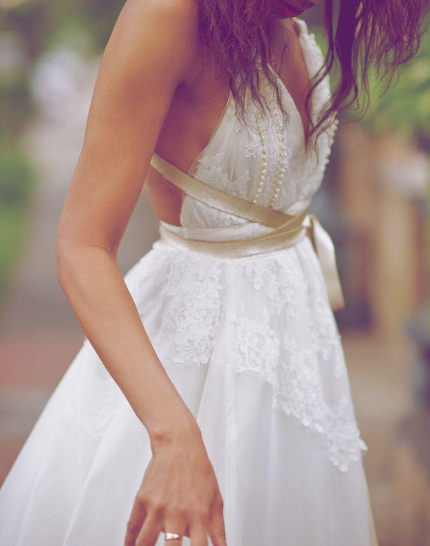 11 seriously stylish bridal sashes belts weddingsonline off white contrast ribbon belt offwhitesashweddingdress bhldngreysatinsashweddingdress solutioingenieria Images