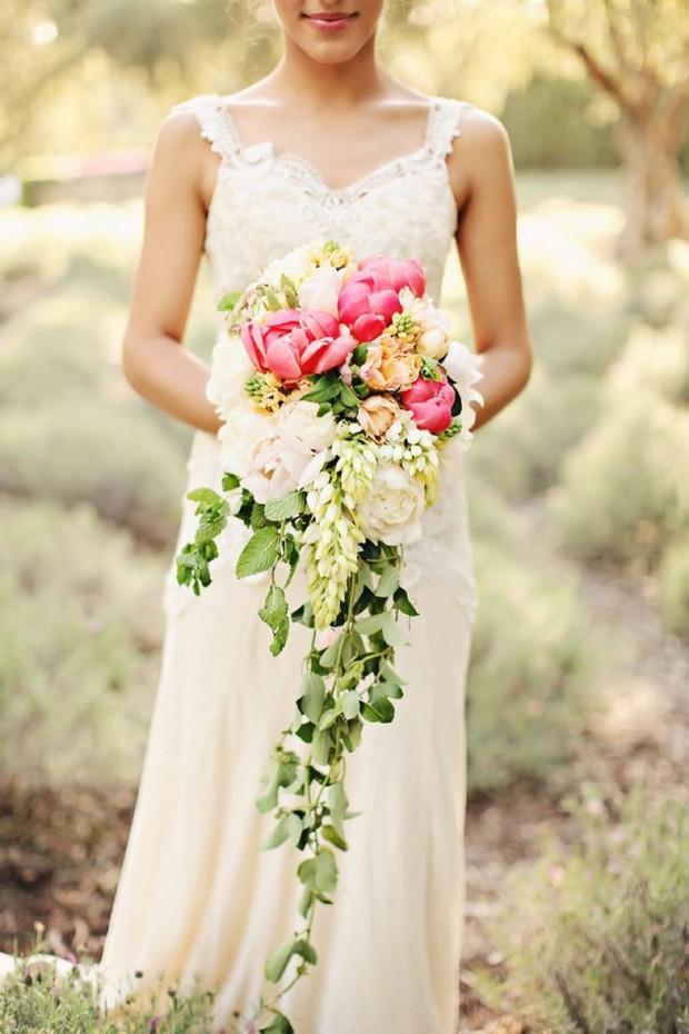 southboundbride-cascade-trailing-bouquets-001