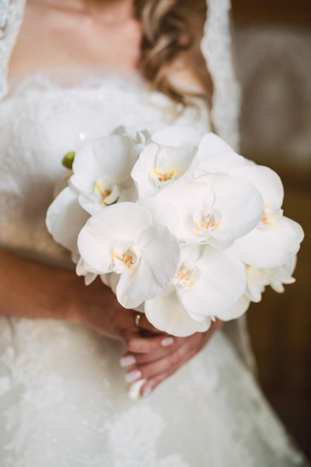 White Wedding Bouquets Online : Stunning spring wedding bouquets weddings