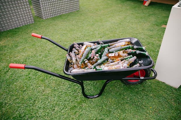 wheelbarrow-drinks-wedding