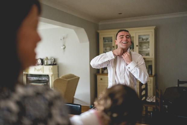 15-groom-getting-ready-tying-tie (2)