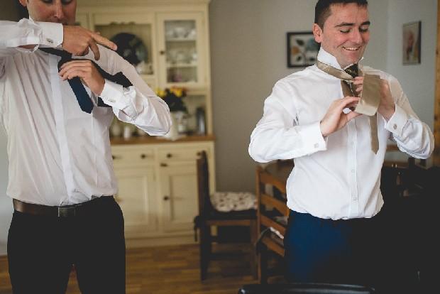 15-groom-getting-ready-tying-tie