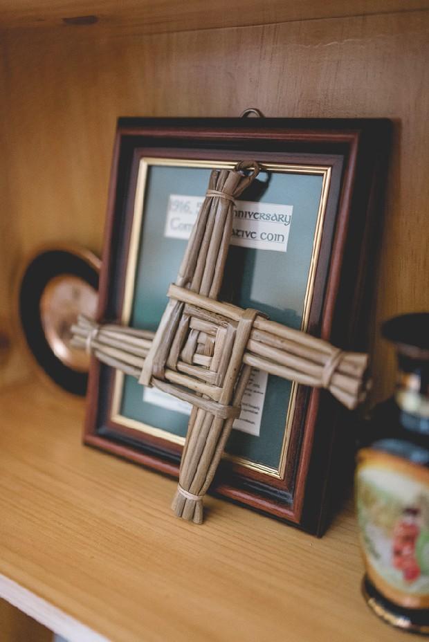 17-irish-wedding-home-st-brigits-cross
