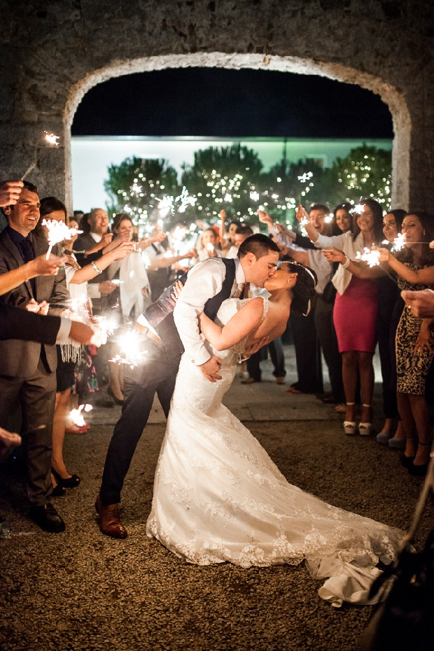 36-real-wedding-guests-sparklers-night-photo-kiss