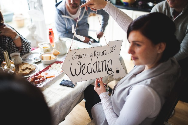 6-diy-wedding-projects-personalised-wedding-sign