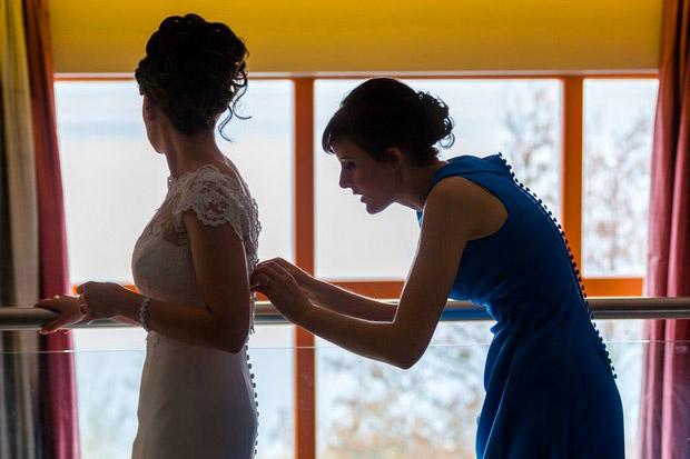 bride-bridesmaid-getting-ready