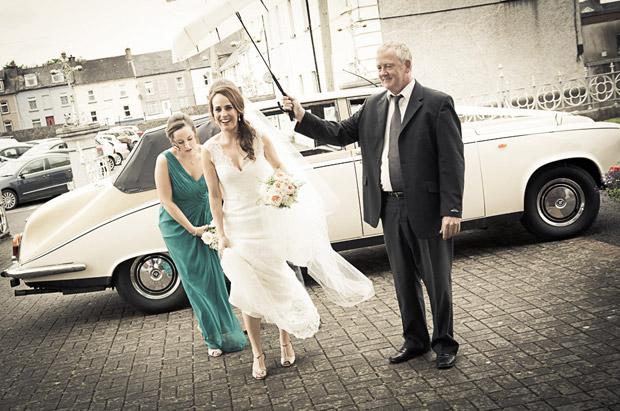 bridesmaid-bride-rainy-day