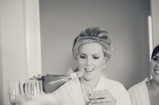 bridesmaid-pouring-champagne