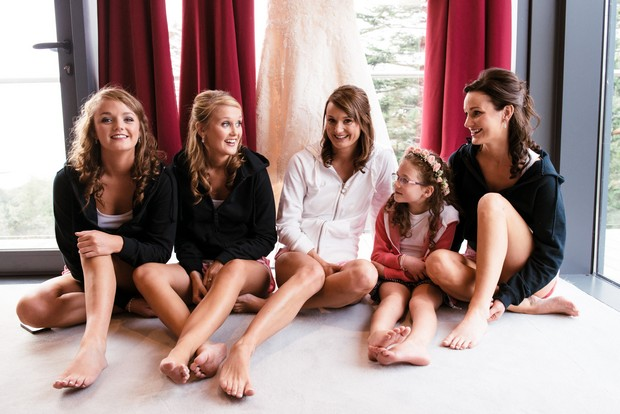 bridesmaids-relaxed-morning-outfits-hoodies