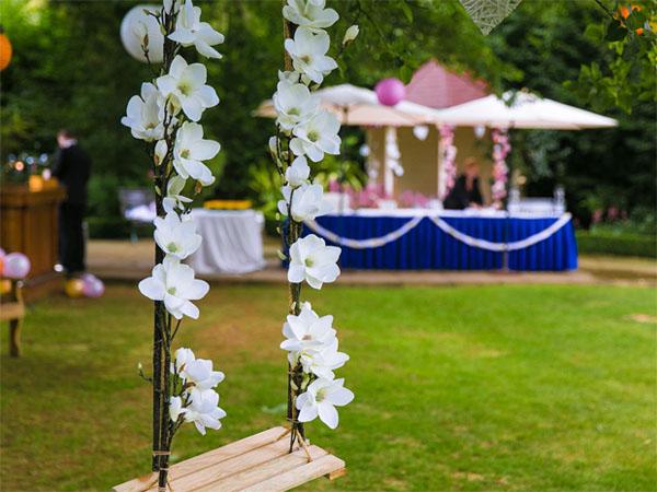 glenview-hotel-gardens-outdoor-swing
