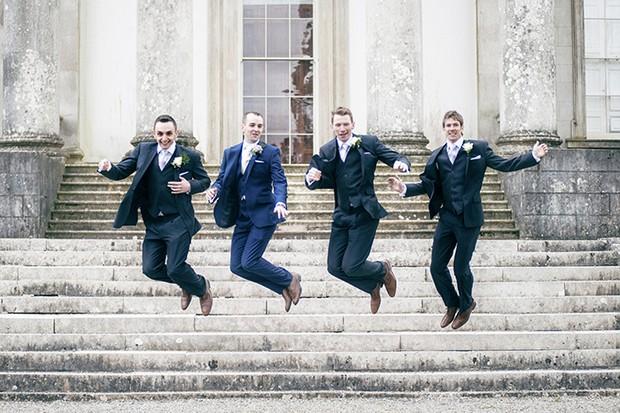groom-groomsmen-jumping-photo