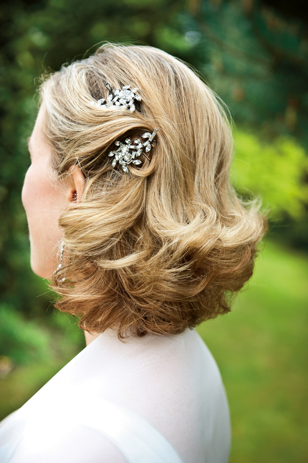 loose-waves-short-wedding-hairstyle
