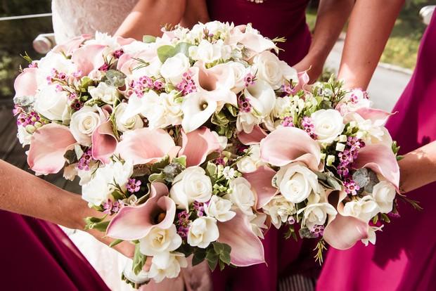 raspberry-bridesmaids-jk-dresses-wedding-bouquets (1)