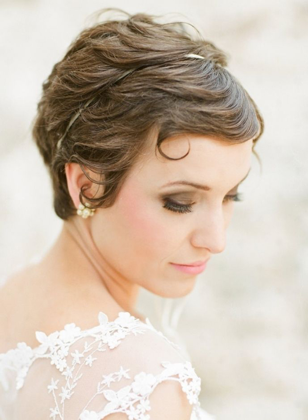 wavy-short-pixie-wedding-hairstyle-with-hairband