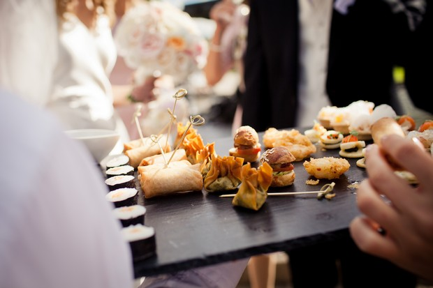 wedding-canapes-outdoors