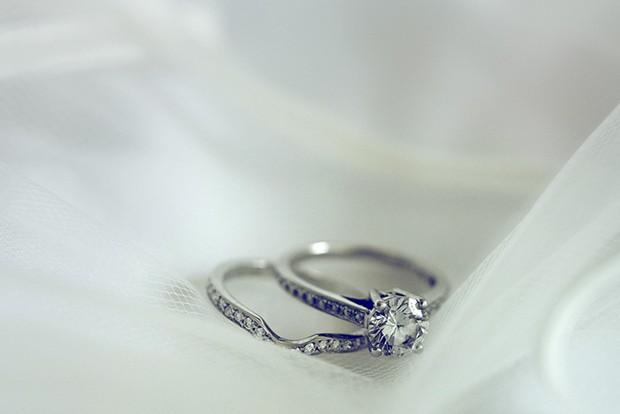 wedding-engagement-ring-photo
