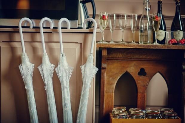 5-bridesmaids-white-lace-umbrellas