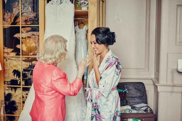 bride-grandmother-moment-getting-ready