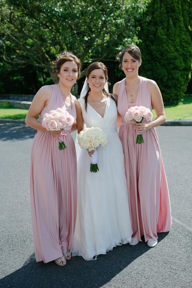 bride-groom-bridesmaids-posing-wedding-guests-photos (2)