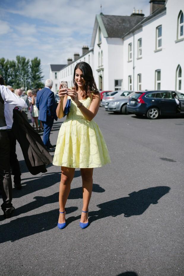 bride-groom-bridesmaids-posing-wedding-guests-photos (3)
