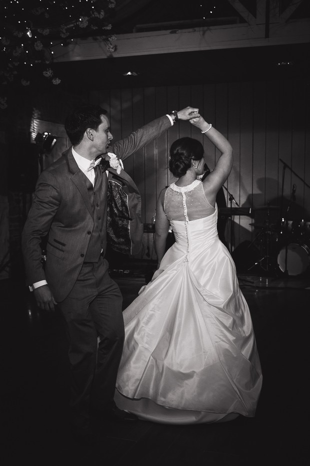 bride-groom-first-dance-photos-black-white (3)