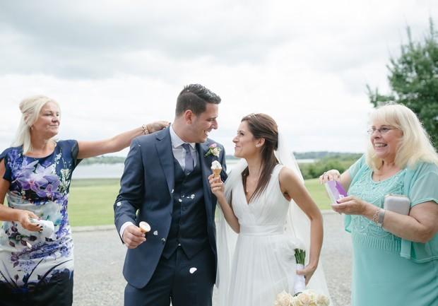 bride-groom-fun-confetti-throw-photos (1)