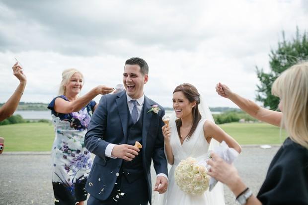 bride-groom-fun-confetti-throw-photos (2)