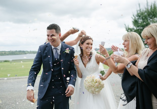 bride-groom-fun-confetti-throw-photos (3)