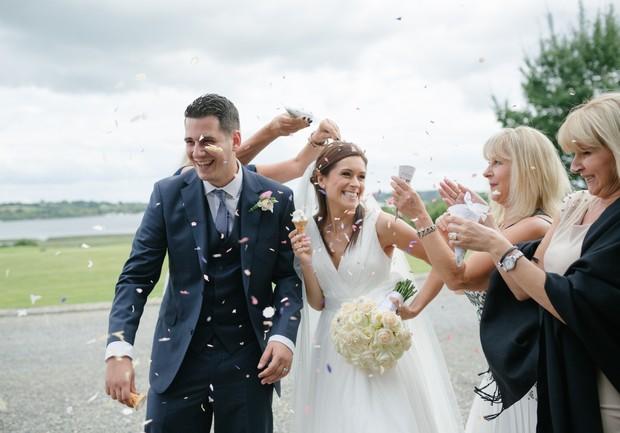 bride-groom-fun-confetti-throw-photos (3)