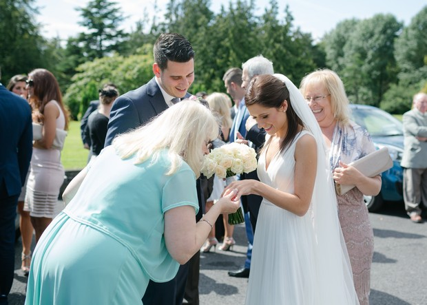 bride-showing-off-ring-to-wedding-guests (1)