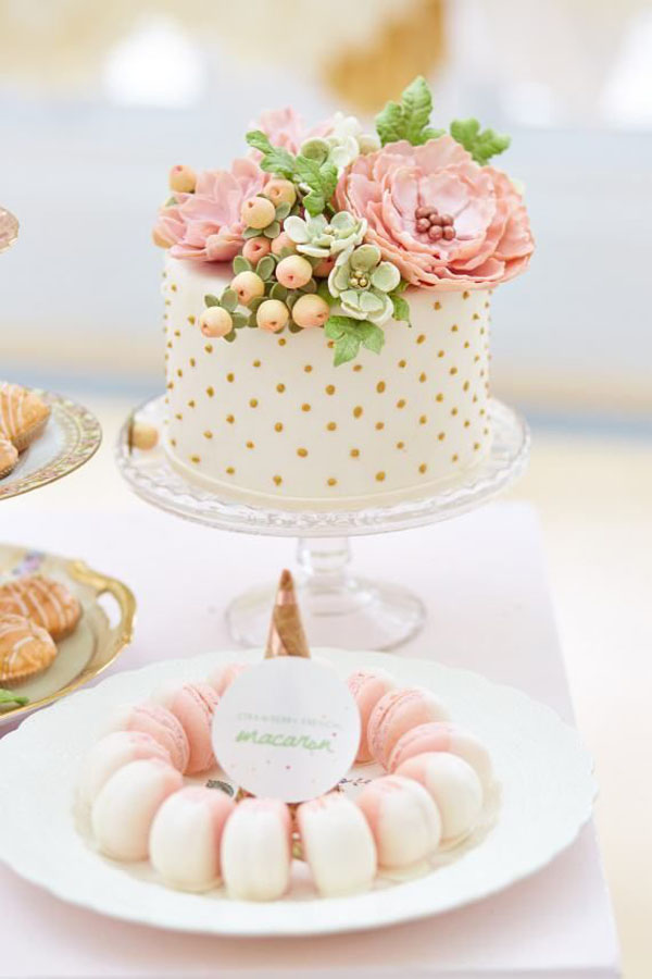 cream-and-gold-spot-one-tier-wedding-cake
