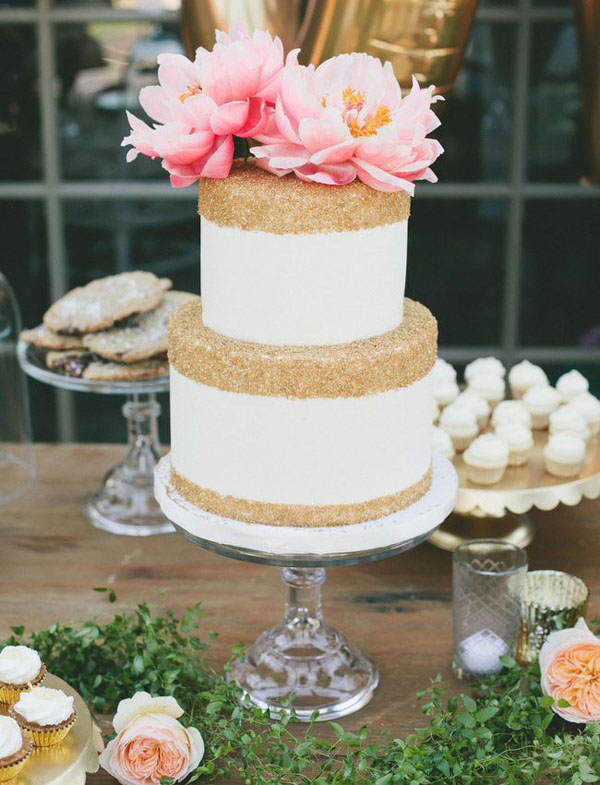 gold-glittery-wedding-cake