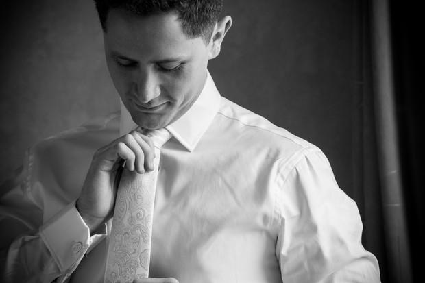 groom-getting-ready-wedding-morning (9)