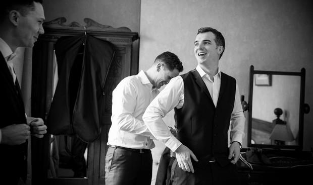 groomsmen-getting-ready-wedding-morning (1)
