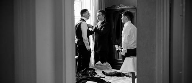 groomsmen-getting-ready-wedding-morning (2)