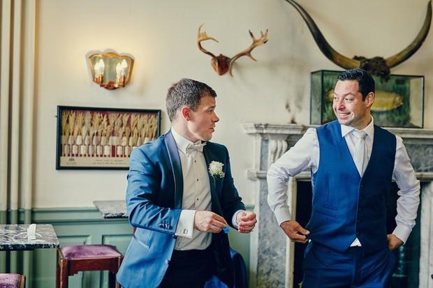 groomsmen-in-bar-before-wedding