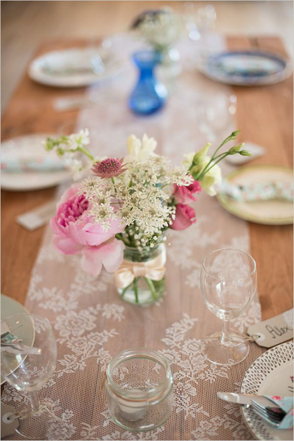 lace-table-runner-wedding