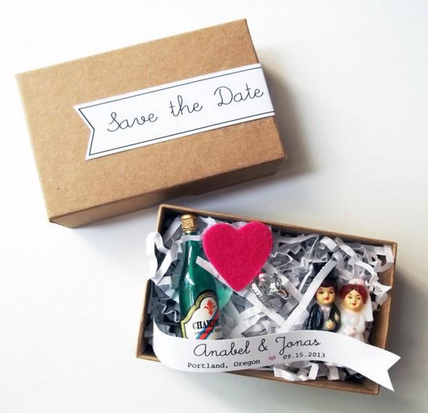 mini-box-figurines-wedding-save-the-date