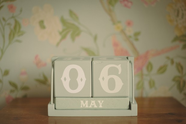 mint-wooden-block-calendar-wedding