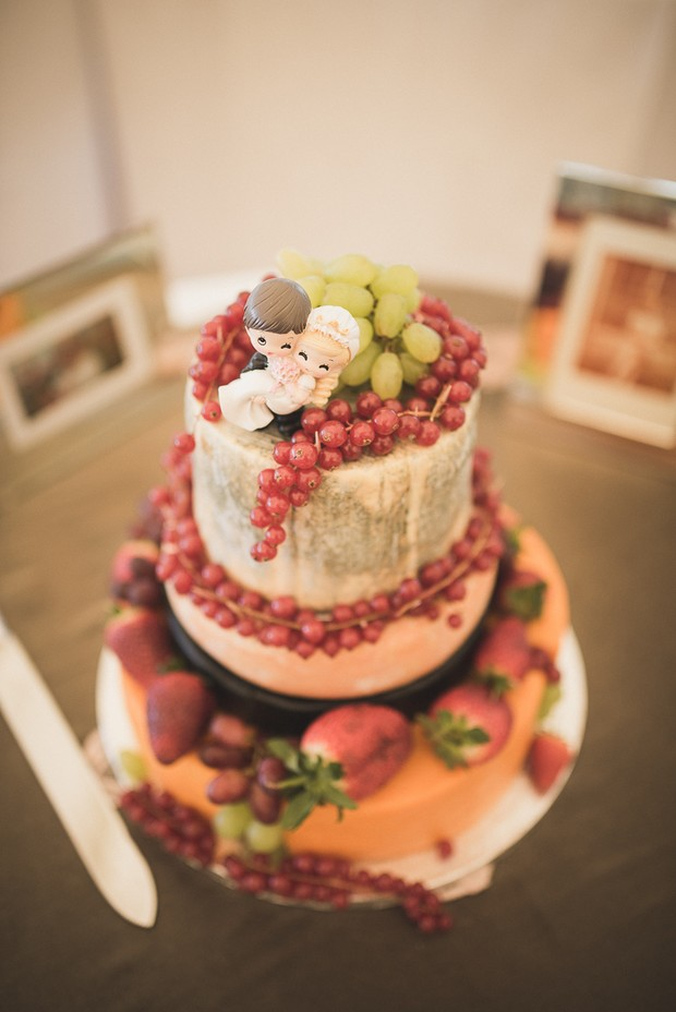 cheese wheel wedding cake how to cut a diy s day at tinakilly country house 12630