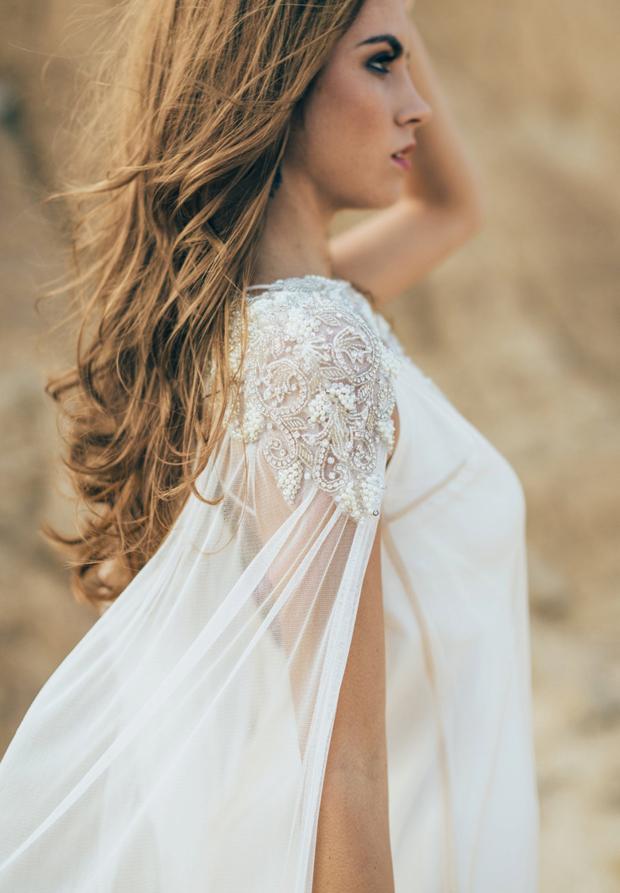 tulle-embellished-cape-brides-2015-2016