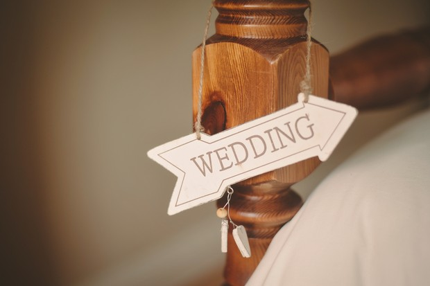 wedding-arrow-sign