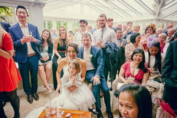 wedding-guests-reaction-magician-entertainment