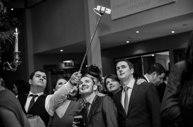 wedding-guests-selfie-stick-photo (2)