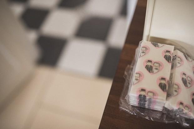 bride-groom-wedding-tissues-cartoon-fun-ideas